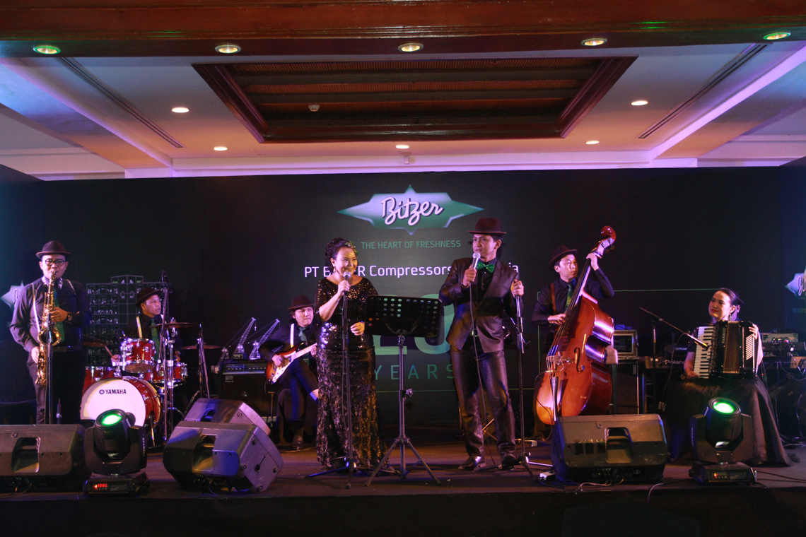 The guests celebrated the site's anniversary with good food and enjoyable music