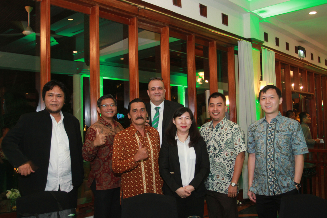 Luca Bernini, Managing Director of Sales and Marketing of BITZER Refrigeration Asia and PT BITZER Compressors Indonesia, (fourth from the left) and the invited guests were delighted about BITZER Indonesia's 20th anniversary