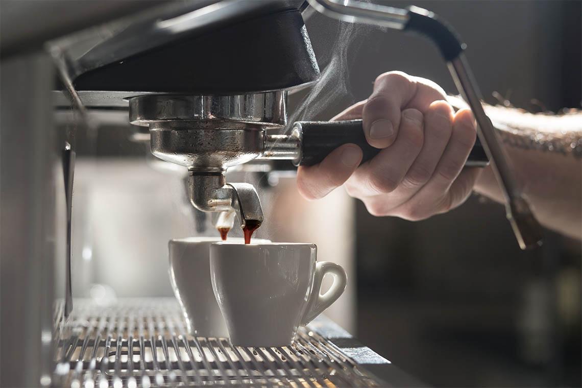Kaum einer versteht die Kunst, Espresso zuzubereiten, so gut wie die Mailänder Baristas