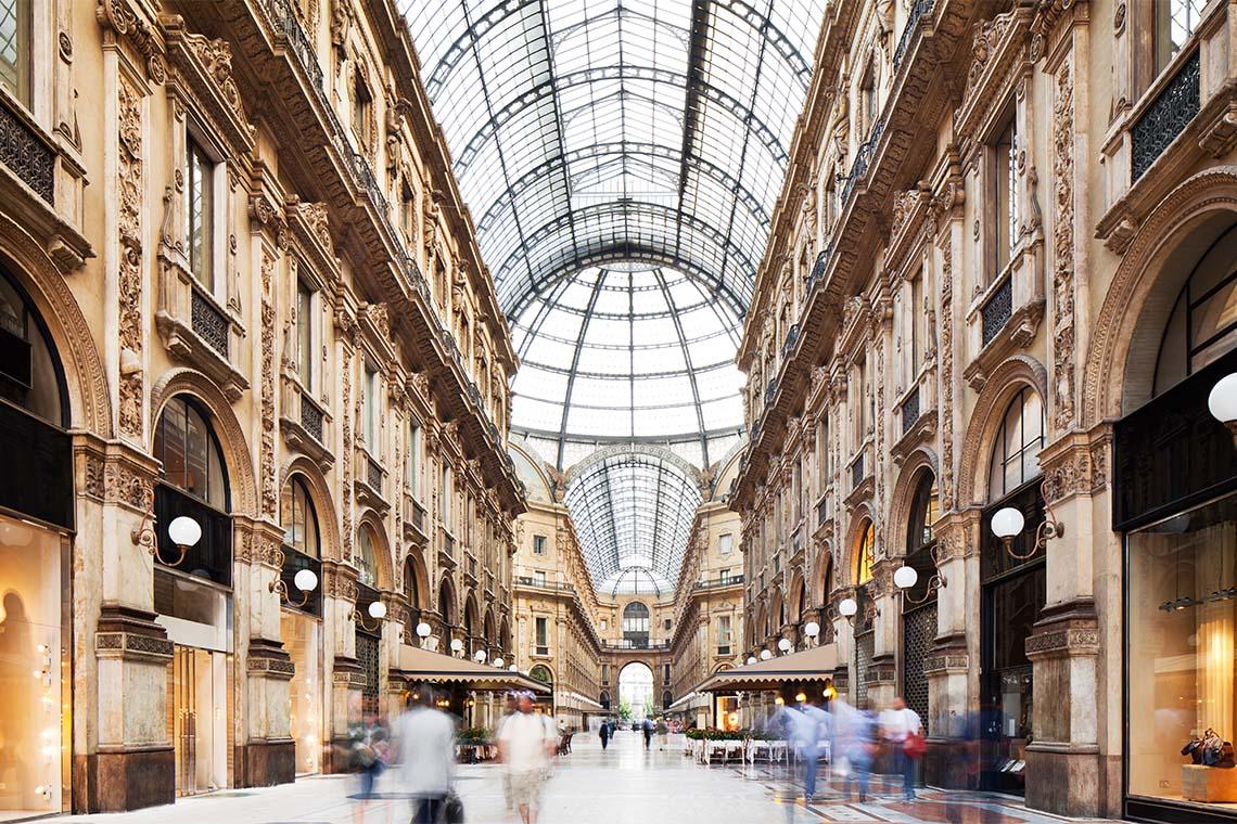 In der prunkvollen Passage, der Galleria Vittorio Emanuele II, schlagen Shoppingherzen höher. Wer das nötige Kleingeld hat, kann sich hier einkleiden