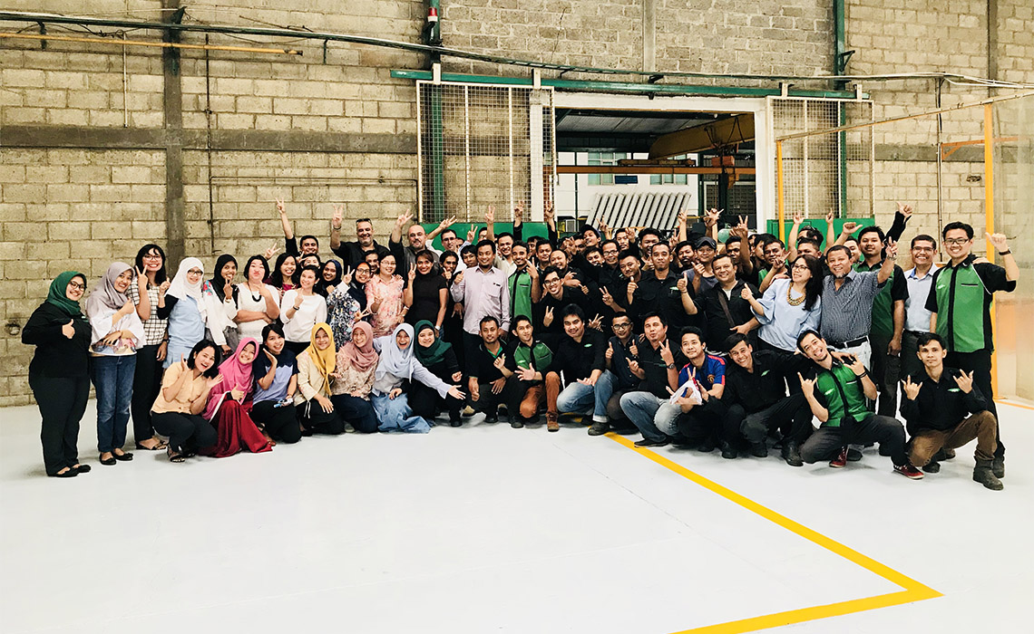 The BITZER Team in Indonesia celebrates the 20-year anniversary of PT BITZER Compressors Indonesia