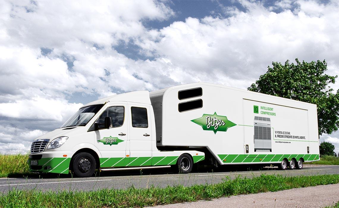 Als Eyecatcher fungierte der aufmerksamkeitsstarke Truck, der zum mobilen Showroom umfunktioniert war