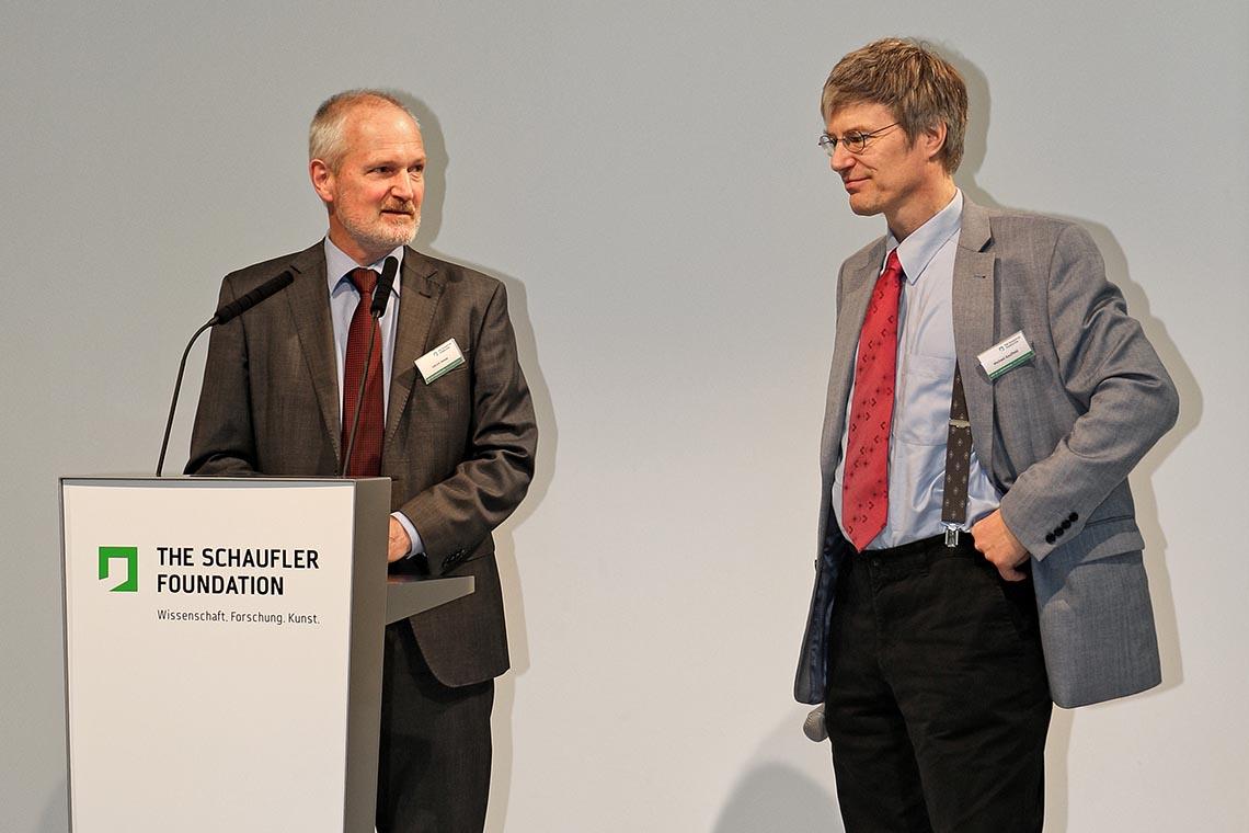 """Michael Kauffeld 教授(右)在""""2016 压缩制冷行业峰会""""上"""